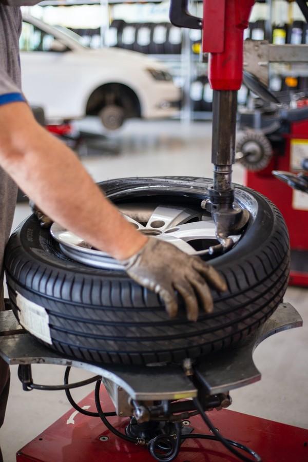 montage jante sur un pneu